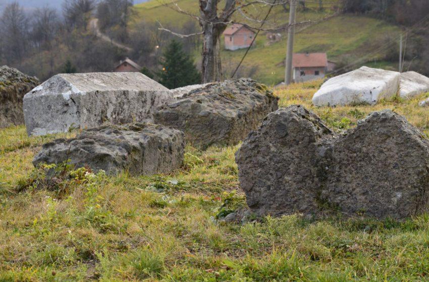 """Stećci u Srebrenici: Nezaštićeni """"kameni spavači"""""""