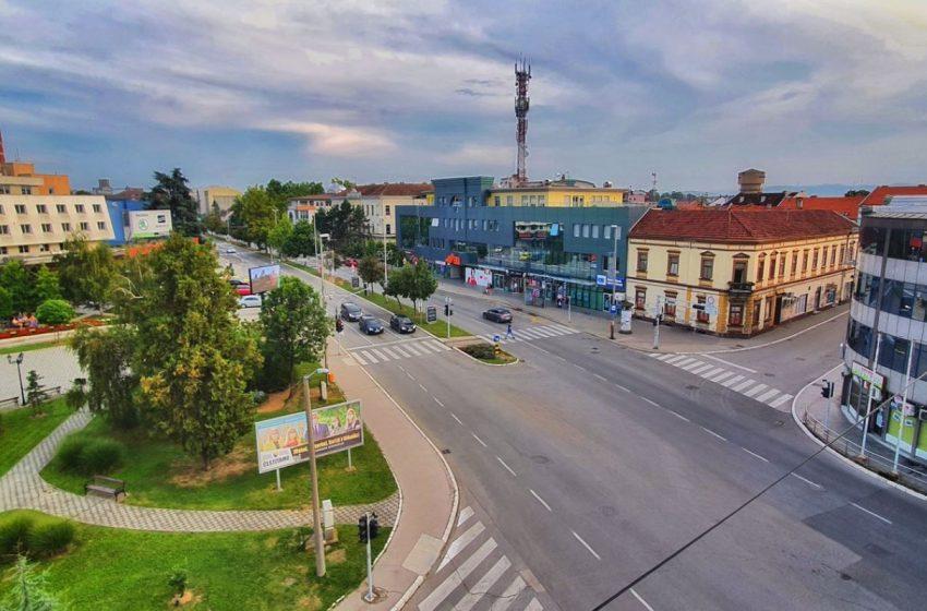 """U Brčkom otvorena izložba """"Brčanske rijeke i mostovi"""" Ataha Mahića"""